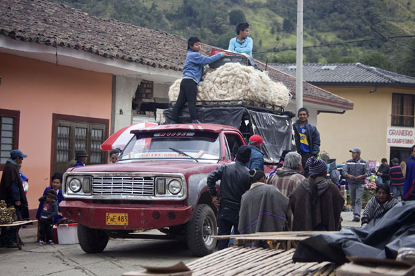 Pickup truck arriving at the market of Silvia | Silvia Markt | Colombia