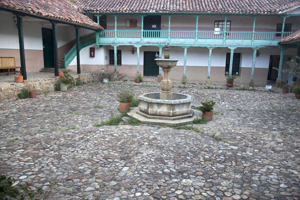 Foto van Courtyard of a colonial house in Villa de LeyvaVilla de Leyva - Colombia