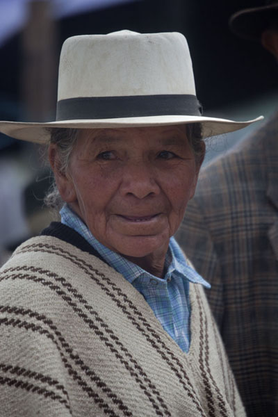 Picture of Villa de Leyva (Colombia): Woman with poncho and hat at the market of Villa de Leyva