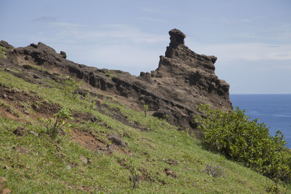 Lava formation on the seaside slope of the volcanic crater | Lac Salé | Comoras