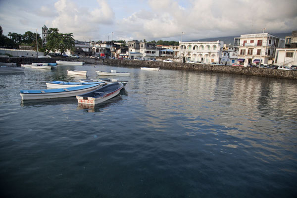 View of the old town of Moroni from the port of the city | Vielle ville de Moroni | Comores