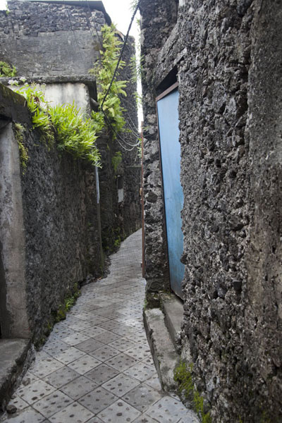 Narrow alley in the old town of Moroni | Moroni old town | Comoros