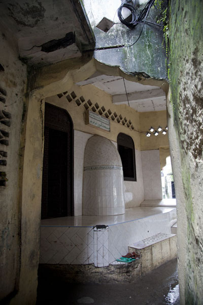 Foto de Small mosque in the old Arab quarter in Mutsamudu - Comoras - Africa