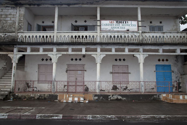 Picture of Mutsamudu medina (Comoros): Building on the waterfront of Mutsamudu