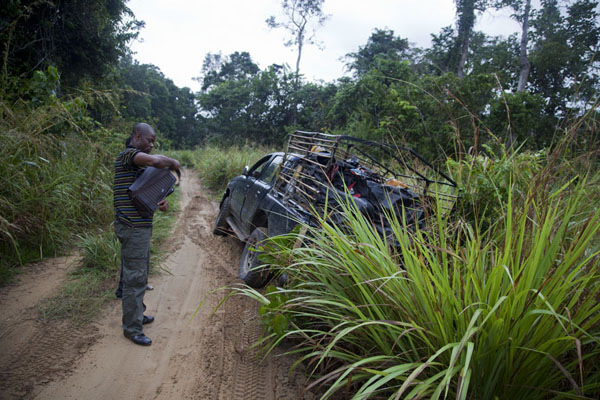Our truck just slid off the track here - we managed to get it back on it | Cruce de frontera de Vaga | República del Congo
