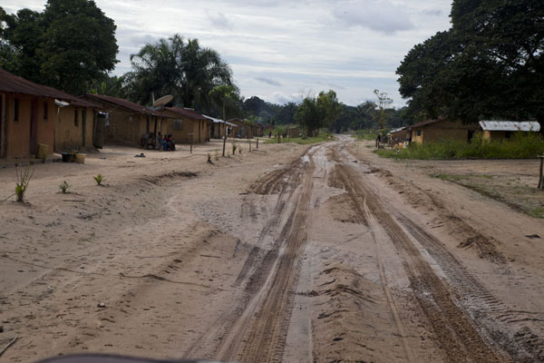 The muddy track runs straight to great villages | Vaga border crossing | 刚果