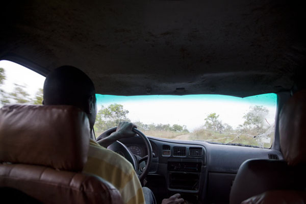 Steering the 4WD pick-up truck on the sandy tracks to Congo was no easy task | Vaga border crossing | 刚果
