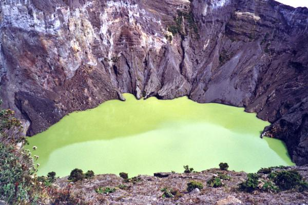 Picture of Irazú volcano: crater lake