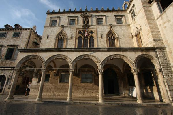 Sponza Palace, now housing the National Archives and an exhibition about the siege of Dubrovnik | Dubrovnik | Kroatië