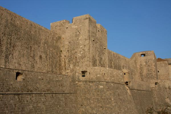 的照片 Stretch of the impressive city wall of Dubrovnik - 克罗埃西雅