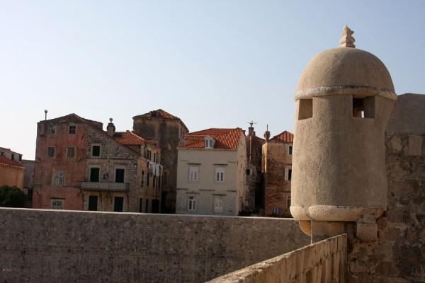 View of the old city of Dubrovnik with turret as seen from the city wall | Dubrovnik | Kroatië
