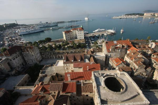 Port of Split and part of Diocletian's Palace seen from the bell-tower of the cathedral | Palazzo di Diocleziano | Croazia