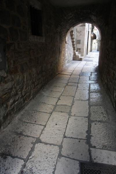 Foto van Marble stones are used for pavement inside Diocletian's PalaceSplit - Kroatië