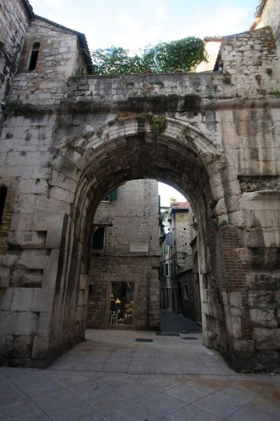 Foto van The North Palace Gate of Diocletian's PalaceSplit - Kroatië