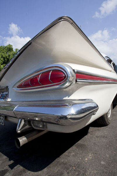 Looking up the read of a white Buick | Havana classic cars | Cuba