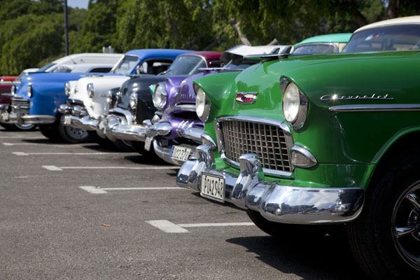 Row of vintage cars in Havana |  | 古巴