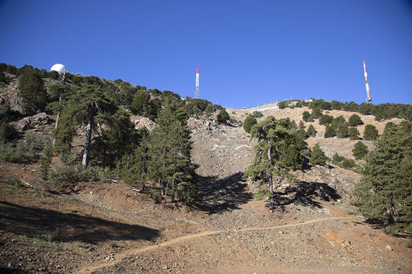 Foto de Artemis trail runs around the summit of Mount OlympusMonte Olimpo - Chipre