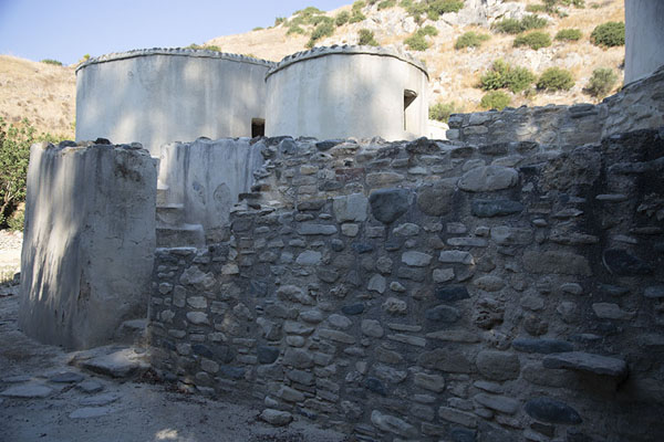 Reconstruction of the wall, entrance, and cylindrical houses of Choirokoitia | Choirokoitia | Cyprus