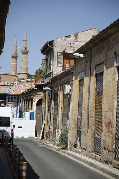 Street leading to North Nicosia, with checkpoint and the minarets of Aya Sofia in the background | Nicosia Green Line | Chypre