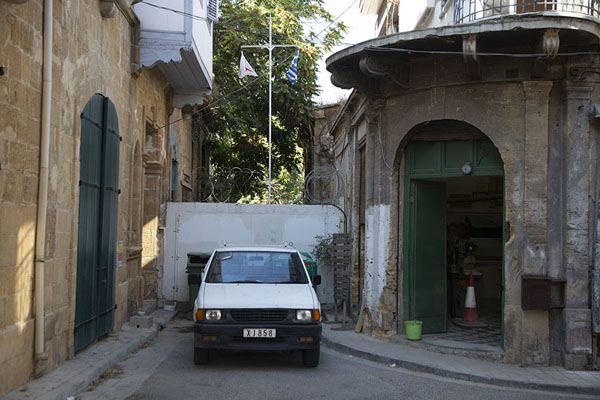 Car parked in front of the barrier marking the border | Nicosia Green Line | Chypre