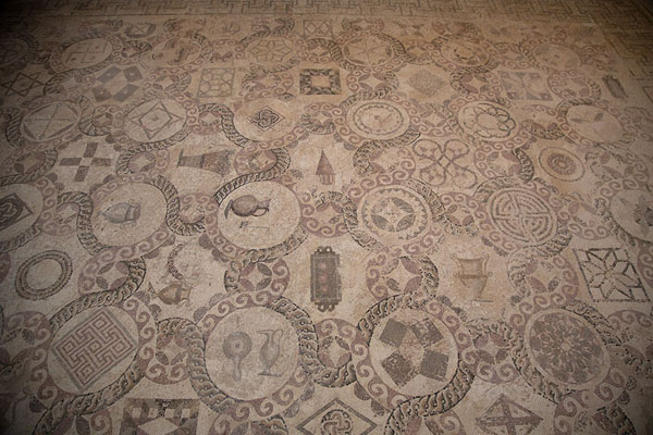Foto van Large mosaic depicting geometric patterns and items in the so-called House of DionysosPafos - Cyprus