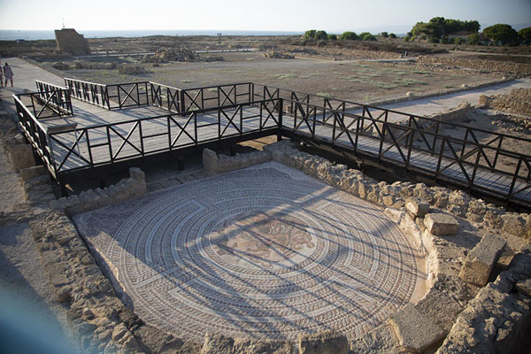 Foto van Overview of part of the archaeological park with mosaic of Theseus killing the Minotaur in the foregroundPafos - Cyprus