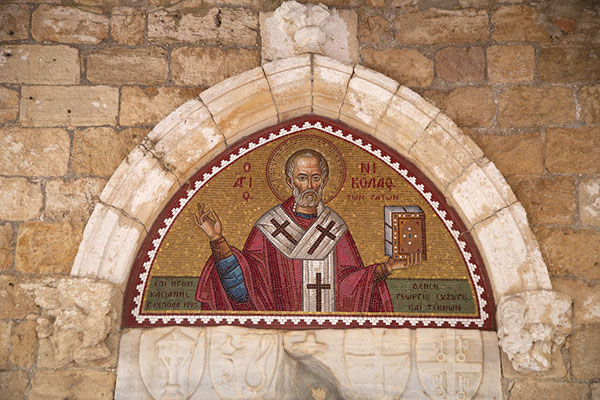 Foto di Saint Nicholas represented above the entrance to the churchAkrotiri - Cipro
