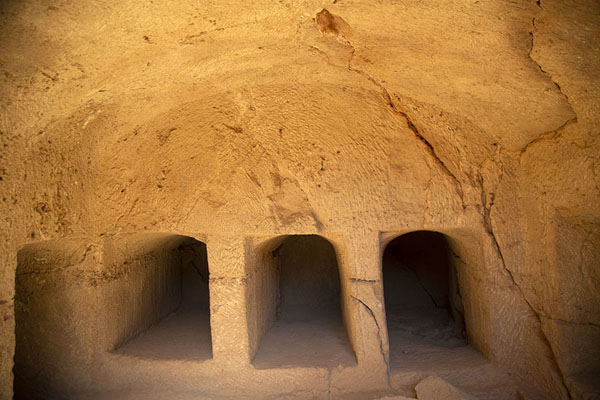 Three cist graves in Tomb IV | Tombs des Rois | Chypre