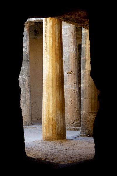 Foto di The columns of the atrium of Tomb III seen through an opening in the rocks - Cipro - Europa