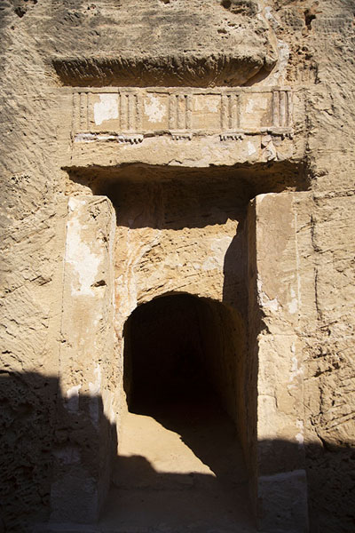 Photo de The entrance to Tomb VIIIPafos - Chypre