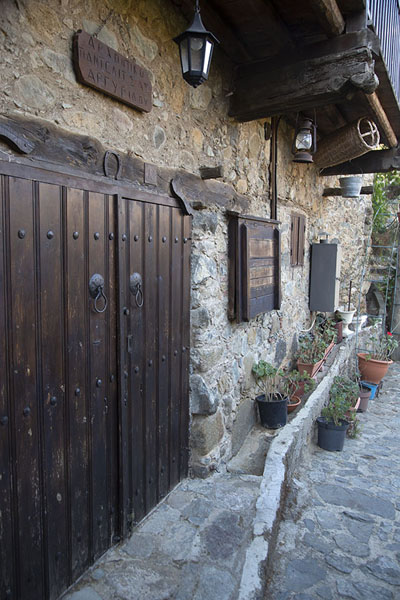 One of the many attractive stone houses of Kakopetria | Troodos bergdorpen | Cyprus