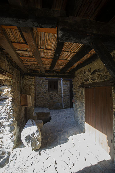 Wooden roofing of one of the houses in Kakopetria | Villages de montagne du Troodos | Chypre