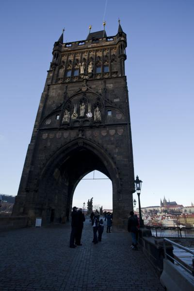 Foto di Early winter morning at the eastern tower of Charles Bridge - Repubblica Ceca - Europa