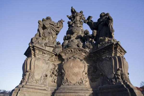Foto di Madonna, Saint Dominique and St. Thomas Aquinas represented in a statue on Charles Bridge - Repubblica Ceca - Europa