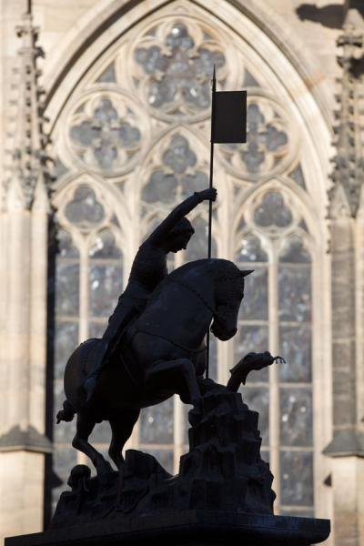 Statue of St. George and the dragon in the third courtyard of Prague Castle | Praga | Repubblica Ceca