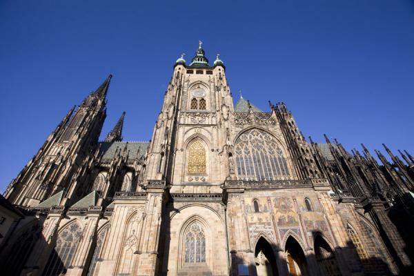 的照片 捷克 (Sun shining on one side of St. Vitus Cathedral)