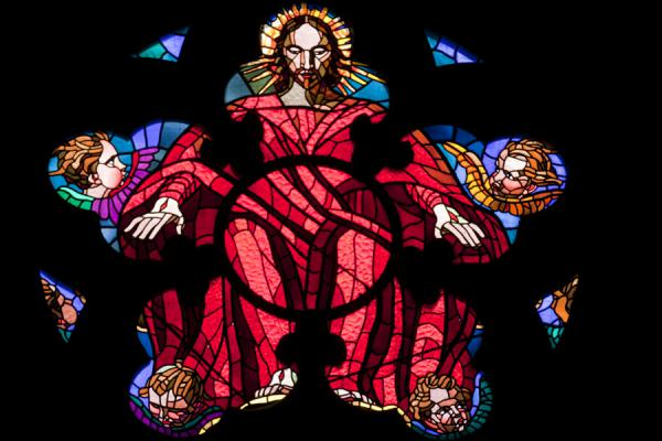 Close-up of stained glass window inside St. Vitus Cathedral | Praga | Repubblica Ceca
