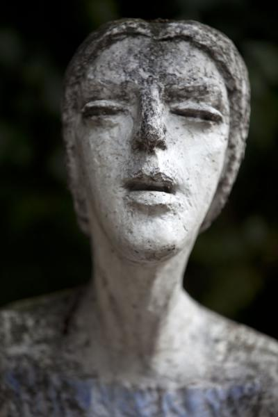 Picture of Vyšehrad cemetery (Czech Republic): Expressive sculpture of woman at Vyšehrad cemetery