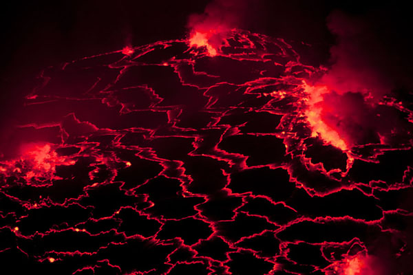 Foto van Lines of fire inside the lava lake of NyiragongoNyiragongo - Democratische Republiek Congo