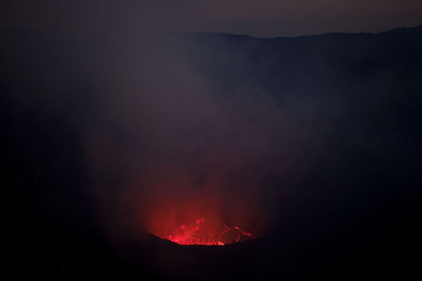 Foto van The enormous crater of Nyiragongo with the fiery lava lake in the middleNyiragongo - Democratische Republiek Congo