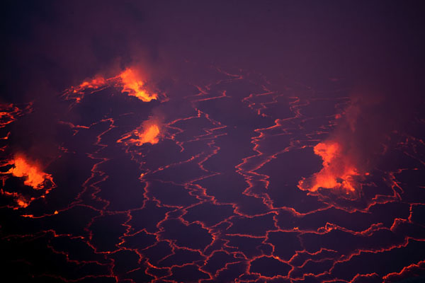 Foto van Constant eruptions inside the largest lava lake of the worldNyiragongo - Democratische Republiek Congo