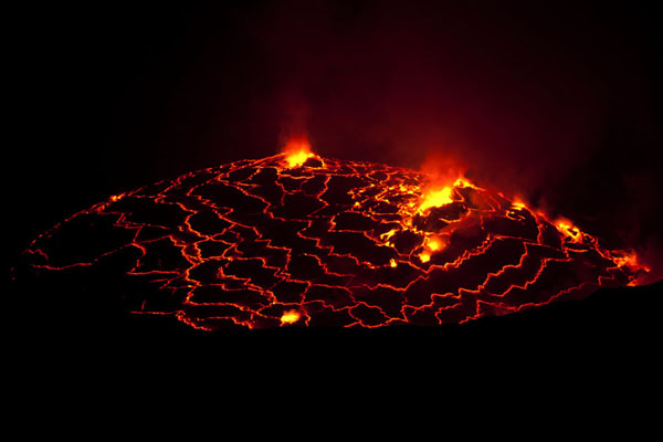Foto van Looking into the very active crater of NyiragongoNyiragongo - Democratische Republiek Congo