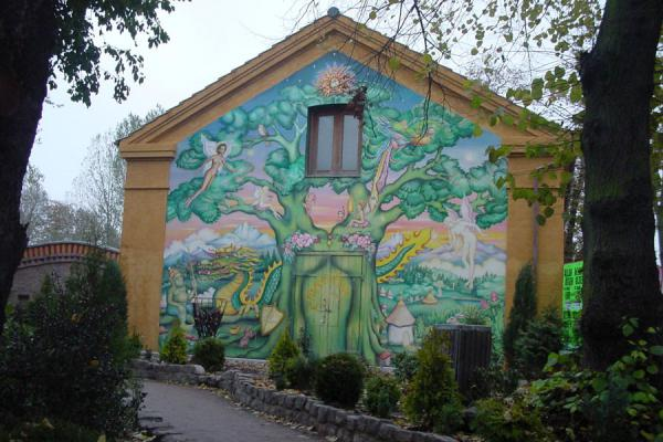 Some wall decorations are not only colourful, but also art in Christiania | Christiania | Dinamarca