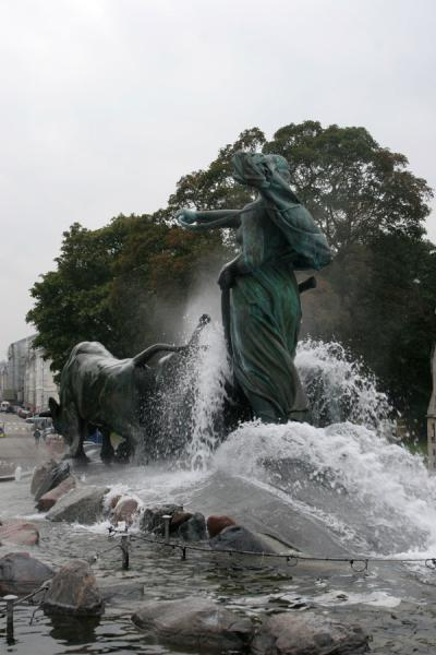 Picture of Gefion fountain (Denmark): Powerful Gefion fountain seen from behind, towards Amalienborg