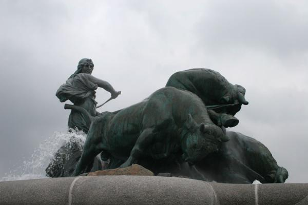 Picture of Gefion fountain with Gefion and her oxen against a dark skyCopenhagen - Denmark