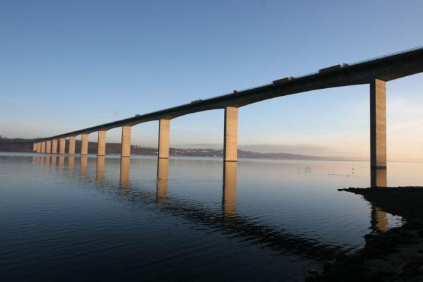 Photo de Bridge over Vejle Fjord in the early morningVejle - le Danemark