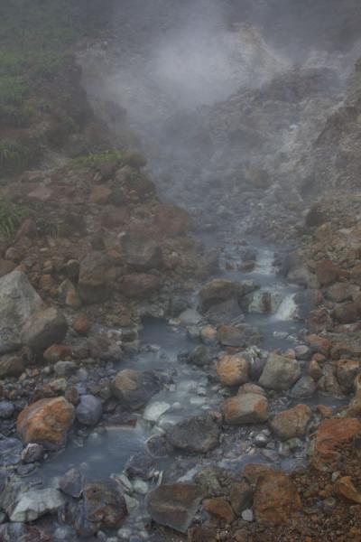 Foto de Hot water river running down the Valley of DesolationBoiling Lake - Dominica