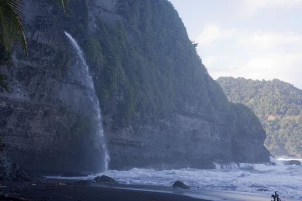 Water falling off the cliff into the wild waves of the Atlantic Ocean | Ravine Cyrique waterfall | 多明尼加