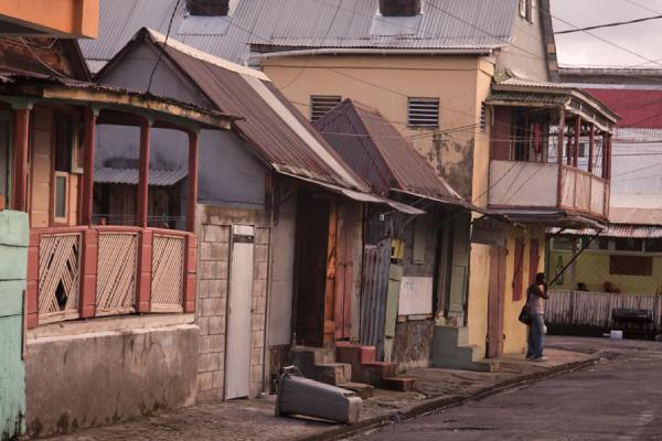 Foto van Row of houses in a street in RoseauRoseau - Dominica