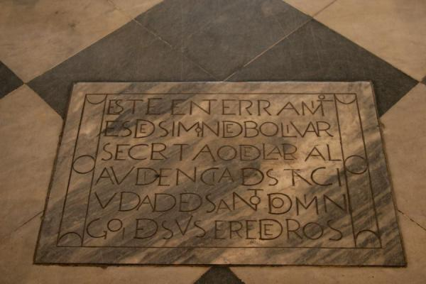 Photo de Memorial stone in the floor of the Catedral Primada de las AméricasSaint Domingue - République dominicaine